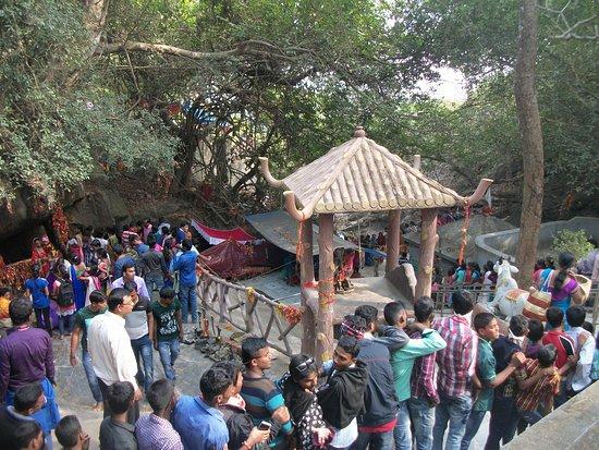 Panchalingeswar Temple: Pancha Lingeswar Temple