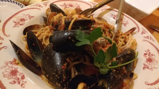 Perche No Pasta & Vino: Seafood pasta - the sauce was so good it was all licked up....
