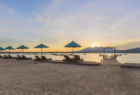 Hotel Vila Ombak: Sunrise view