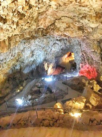 Peach Springs, Αριζόνα: The cavern, 220 feet underground. Fresh air, limestone smell.