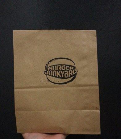 Burger Junkyard: Take away paperbag