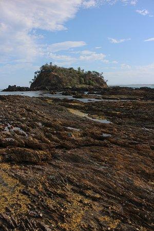 Tomakin, Australia: Rock pools on Barlings Beach