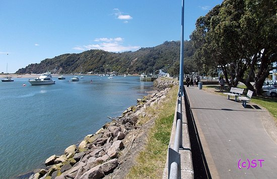 Whakatane, New Zealand: River walk view to the east