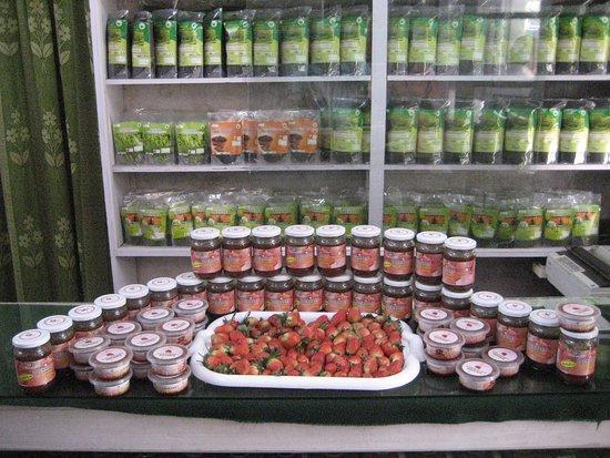 Devikulam, Ινδία: Strawberry Jam at Lockhart Tea Sales Outlet