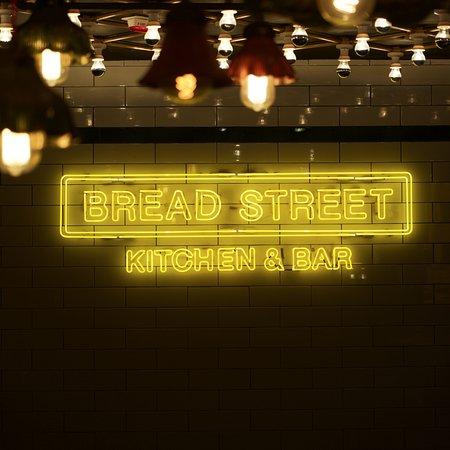 Photo of Restaurant Bread Street Kitchen & Bar at 雲咸街33號lkf酒店m層, Hong Kong, Hong Kong