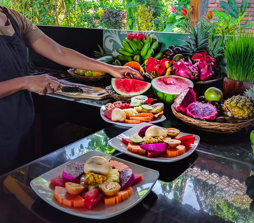 Sarinbuana Eco Lodge Restaurant : Organic tropical fruits for breakfast