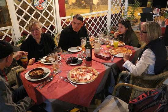 La Bruschetta: Pizza och Pasta bra middag för hela familjen