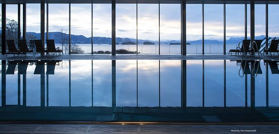 Osoyro, Norway: Pool with fjord view
