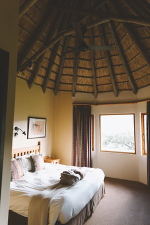 Montusi Mountain Lodge: Main bedroom of a Family Suite