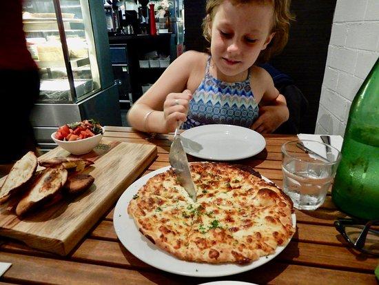 Milan's: Bruschetta & Garlic & Chees Pizza - Yummo😊