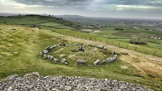 Oldcastle, Irlandia: View from Loughcrew Megalithic Cairn