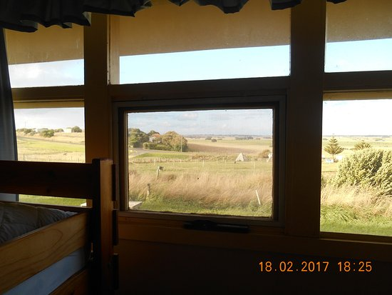 Koroit, Австралия: Across to the Illowa Road from the bunk-bed room.