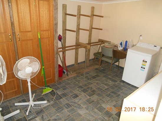 Koroit, Австралия: Utility room with washing machine
