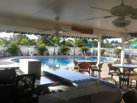 BEST WESTERN PLUS Siesta Key Gateway: Piscina e bar