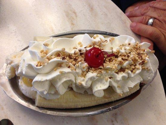 Ghirardelli Ice Cream & Chocolate Shop: banana split