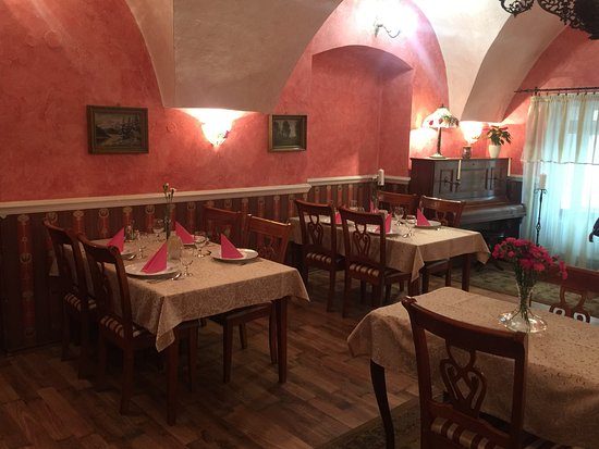 Roznava, Σλοβακία: Restauracia