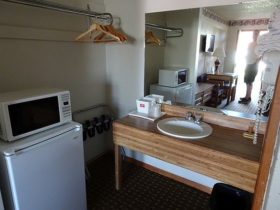 Starke, FL: Room equipped with fridge and microwave