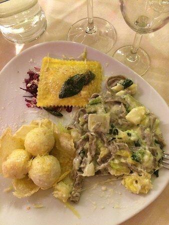 Ottimo il cibo , noi abbiamo apprezzato molto il tris di primi , buono i prezzi . Cordialità