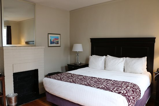 Inn on Ursulines: Room 32 with fireplace