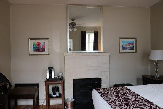 Inn on Ursulines: Room 32 view from door