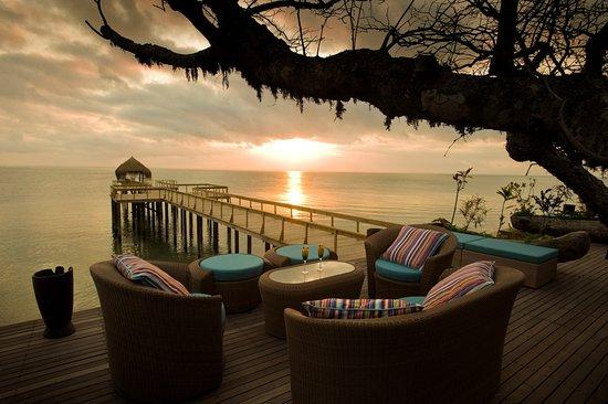 Dugong Beach Lodge: Lounge on the deck
