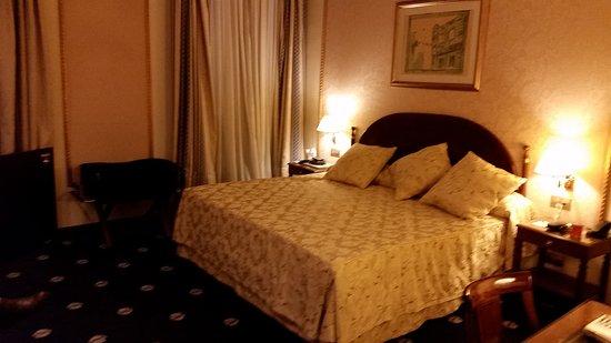Hotel Roger De Lluria Barcelona: 20170305_213440_large.jpg