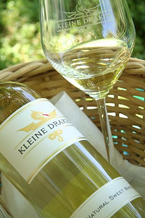 Paarl, Sudafrica: The Natural Sweet White from The Kleine Draken range is the perfect wine to enjoy with a picnic