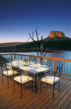 Kingfisher Lodge : Upper Deck Dining Area