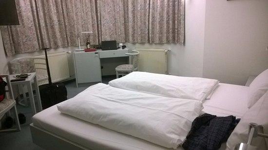 Hotel Gautinger Hof: Room