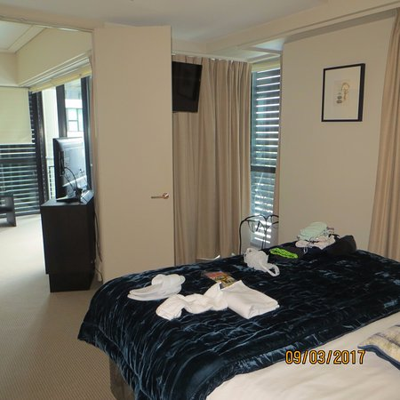 The Sebel Auckland Viaduct Harbour: TV in room, looking towards lounge area. Access to 2 balconies very good bed