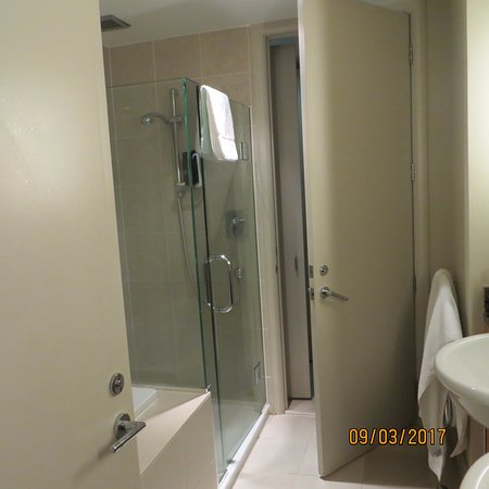 The Sebel Auckland Viaduct Harbour: Bath to the left, great shower, double basins and toilet through door ahead