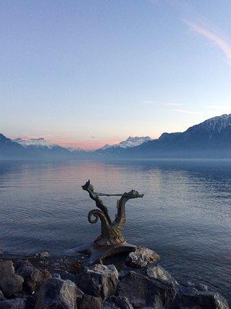 """Villa """"Le Lac"""" Le Corbusier: Вечер. Веве. Женевское озеро. Альпы"""