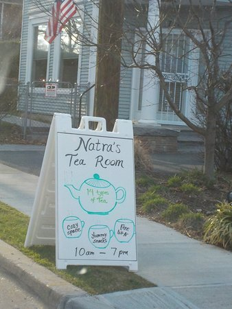 Takoma Park, Мэриленд: Sign for Natra's Tea Room @ 720 Erie Ave., one block behind Flower.