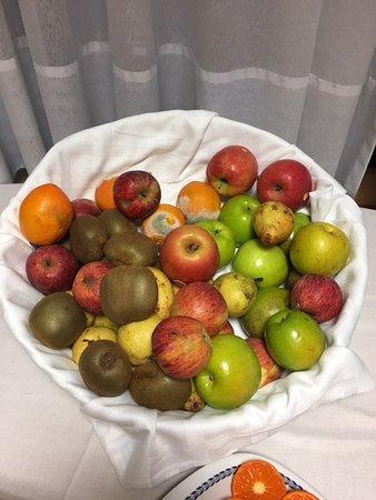 VIP Executive Éden Aparthotel: Breakfast Fruits