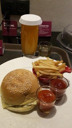Po Hotels Semarang: Burger and pure orange
