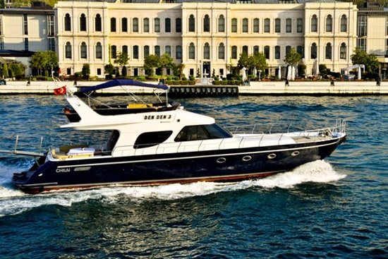Istanbul Guided Private Tours : Bosphorus by Private Yacht