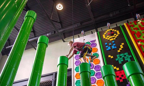 Cartersville, Джорджия: Visit Lakepoint Station! We have Climbing Walls, Laser Tage, MiniGolf and an Arcade!