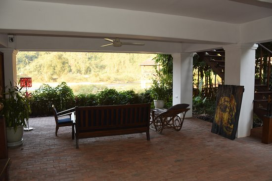 Muang La, Laos: Open room lounge at ground level