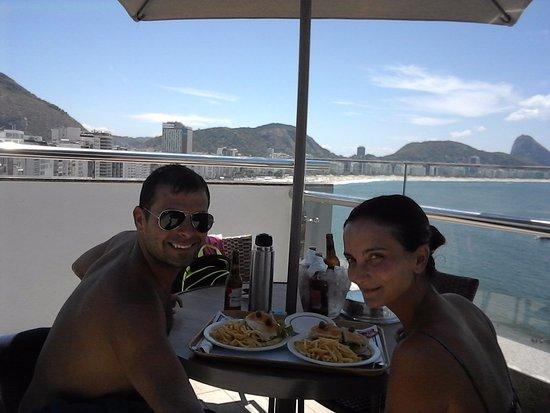 Orla Copacabana Hotel: comiendo en terraza