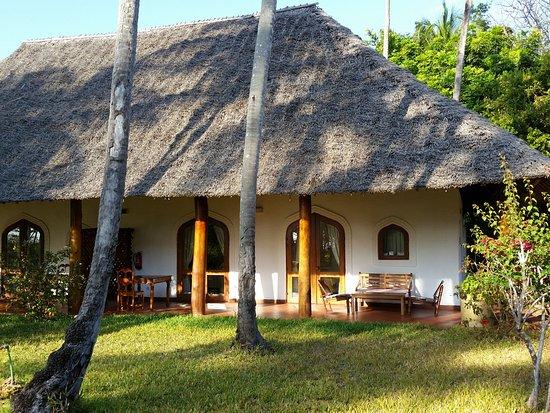Bluebay Beach Resort and Spa: patio