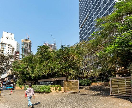 Photo of Hotel Bar Aer Four Seasons Hotel at 114 Dr. E. Moses Road,  Worli, Mumbai 400018, India