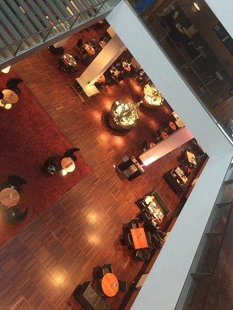 Hilton Copenhagen Airport: Restaurang uppifrån våningsplan