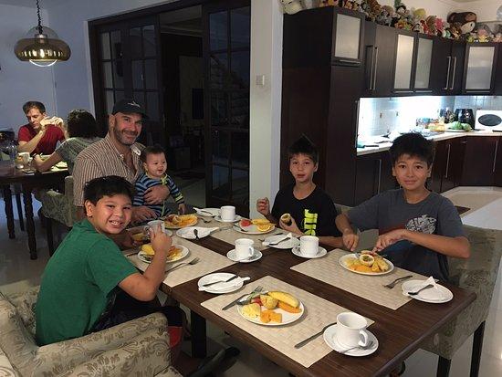 Sevana City Hotel: Breakfast includes fruit platter for each person