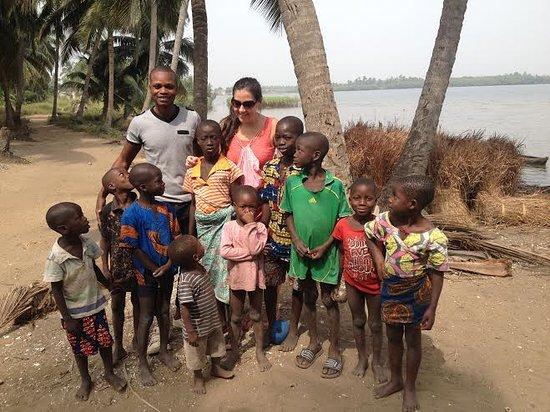 Activité humanitaire avec les enfants au BENIN: www.voyageafriquebenin.org