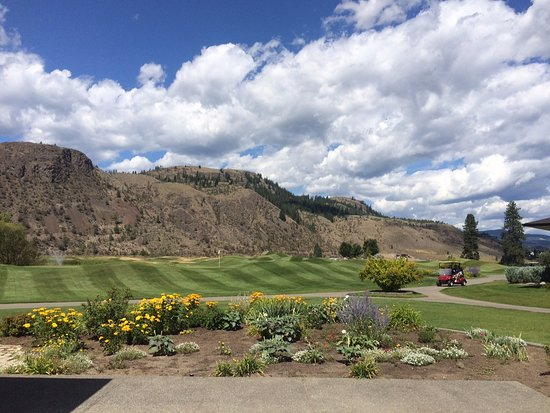 Kamloops, Canada: 18th Green Flag back there!