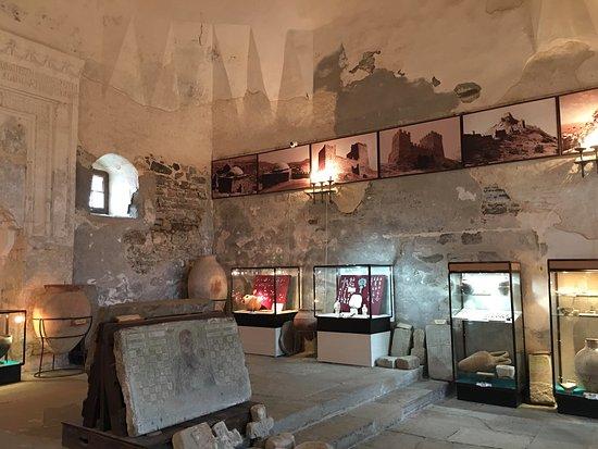 Sudak: Судакская, правильнее Генуэзская, крепость отличное место для посещения.