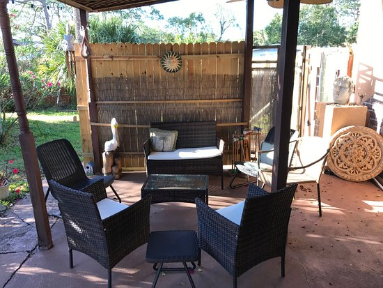 Casa Coquina Bed and Breakfast: Outdoor seating area