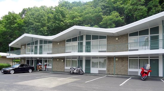 Colony House Motor Lodge: MOTORCYCLE FRIENDLY