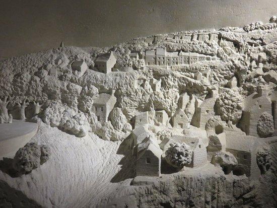 Pierre et Lumiere: model of Montsoreau in limestone