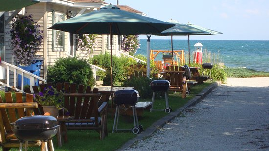 Tawas City, MI: Sandy Beach @ Young's Getaway Beachfront Resort